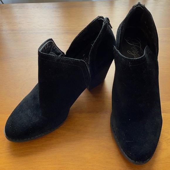 Women's Fergie brand black booties size 8